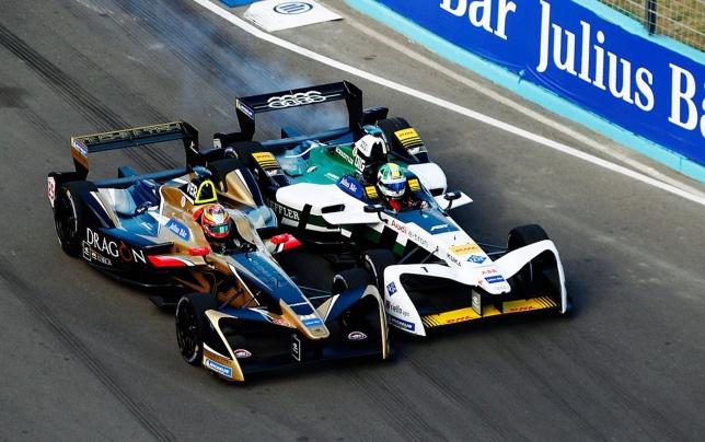 Жан-Эрик Вернь и Лукас ди Грасси ведут борьбу на трассе, фото пресс-службы Формулы E