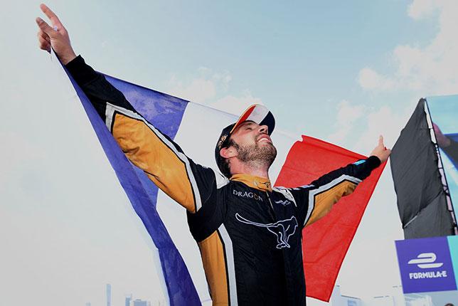В субботу Жан-Эрик Вернь выиграл титул, а в воскресенье - последнюю гонку сезона