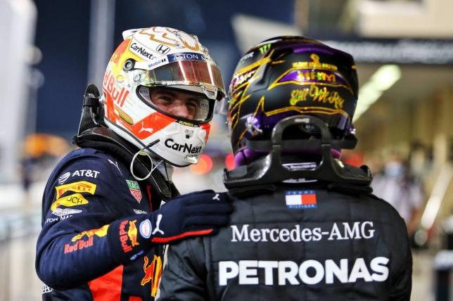 Макс Ферстаппен и Льюис Хэмилтон поздравляют друг друга после финиша Гран При Абу-Даби, фото XPB