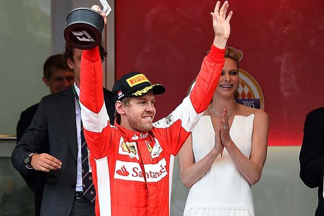 Себастьян Феттель во время церемонии награждения в Монако