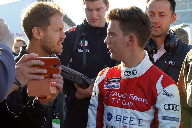 Себастьян Феттель в Хоккенхайме, где его младший брат (справа) выступает в финале Кубка Audi Sport TT, фото АОР