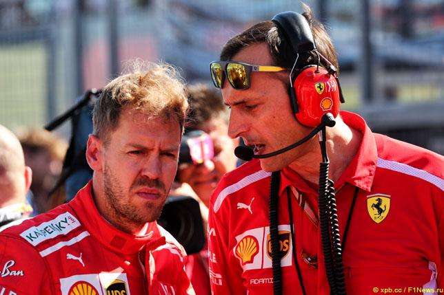 Себастьян Феттель вместе со своим гоночным инженером Риккардо Адами
