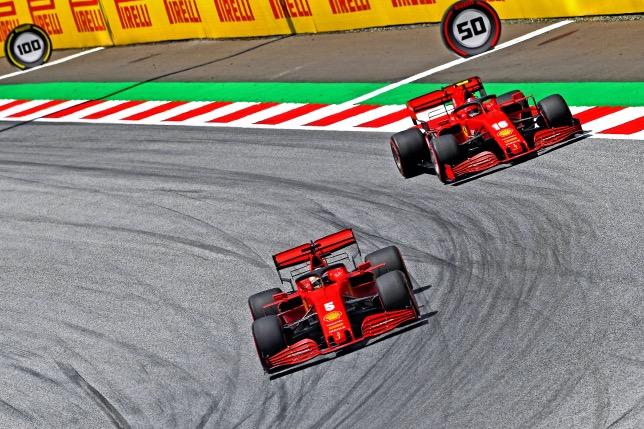 Машины Ferrari на трассе в Шпильберге