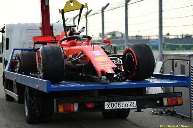 Разбитая машина Себастьяна Феттеля