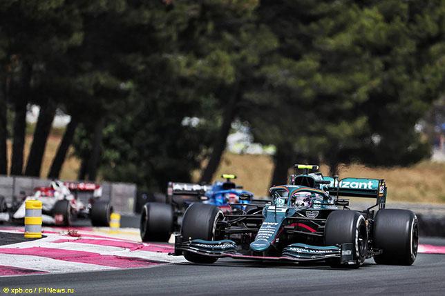 Себастьян Феттель на трассе Гран При Франции