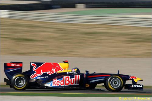 Себастьян Феттель за рулём Red Bull RB7