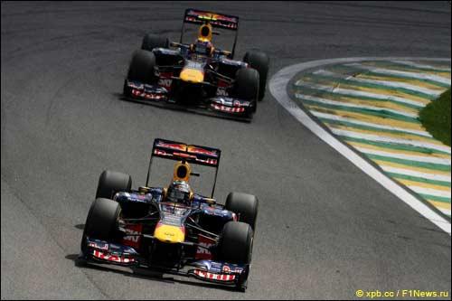 Гонщики Red Bull Racing на трассе Гран При Бразилии