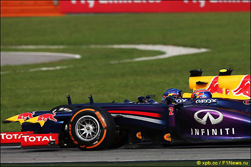 Себастьян Феттель и Марк Уэббер ведут борьбу на трассе Гран При Малайзии