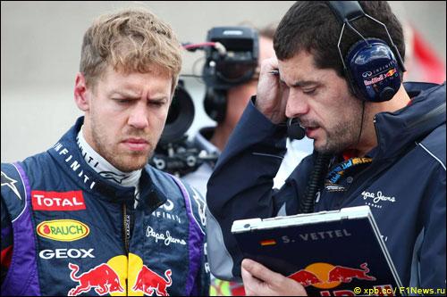 Себастьян Феттель со своим гоночным инженером Гийомом Рокленом