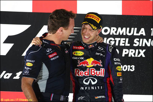 Кристиан Хорнер и Себастьян Феттель на подиуме Гран При Сингапура 2013