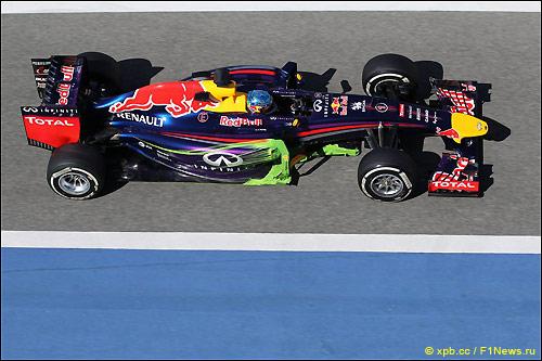 Себастьян Феттель за рулём RB10 на тестах в Бахрейне
