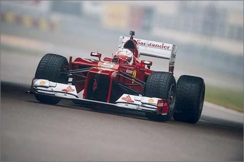 Себастьян Феттель на трассе во Фьорано за рулём Ferrari F2012