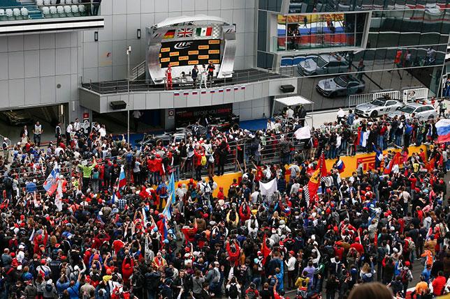 Церемония награждения после завершения прошлогоднего Гран При России вызвала огромный интерес публики