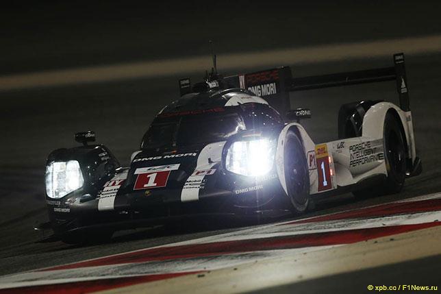 Экипаж Марка Уэббера на трассе в Бахрейне