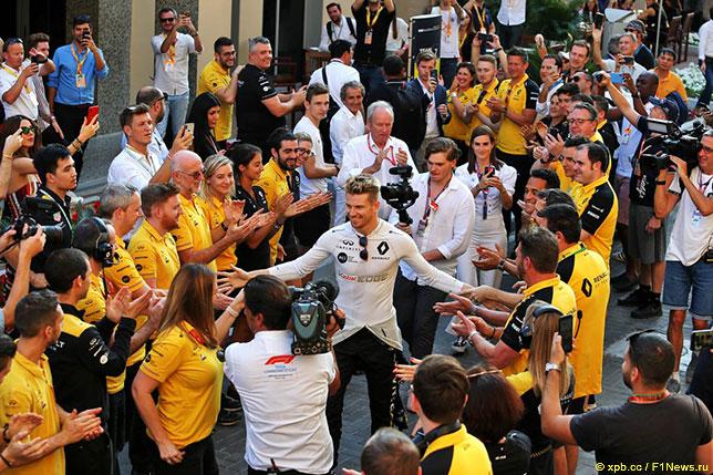 В Абу-Даби команда Renault устроила Нико Хюлкенбергу настоящие проводы