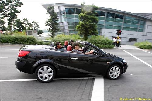 Марк Уэббер на улицах Сингапура