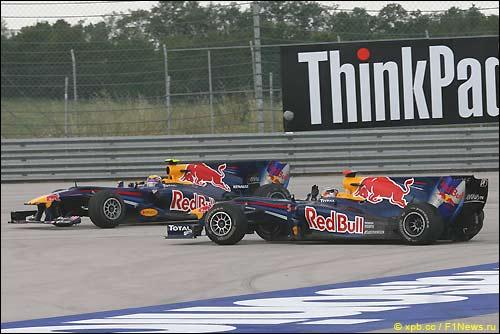 Авария гонщиков Red Bull