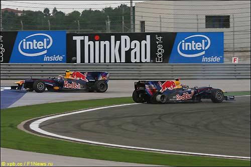 Гонщики Red Bull в первые мгновения после аварии
