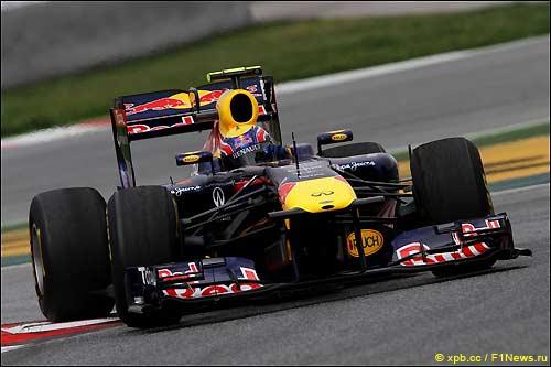 Марк Уэббер за рулем RB7 на тестах в Барселоне