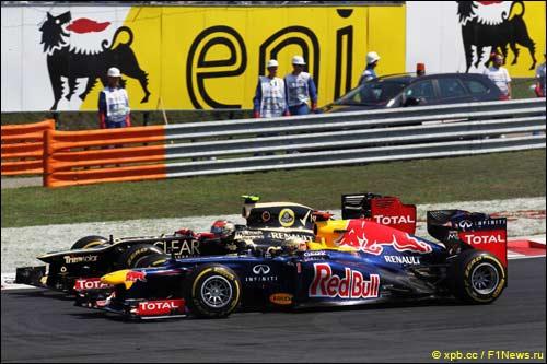 Борьба Себастьян Феттеля и Романа Грожана на старте Гран При Венгрии