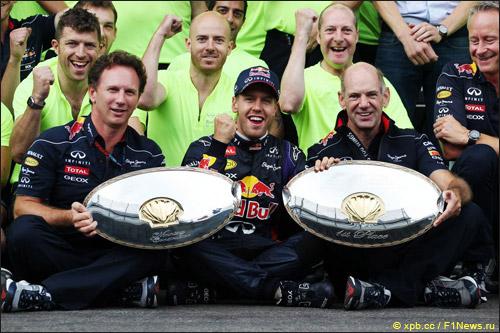 Команда Red Bull Racing празднует победу в Спа