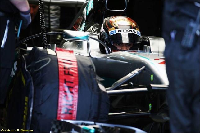Паскаль Верляйн за рулем Mercedes на тестах в Сильверстоуне