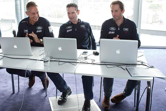 Руководство команды Ben Ainslie Racing, первый слева - Мартин Уитмарш
