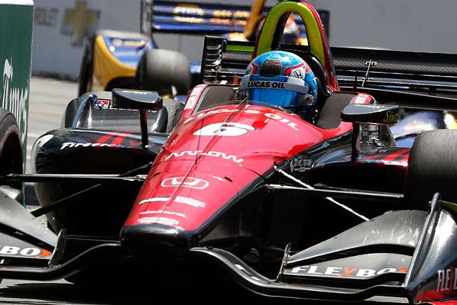 Роберт Уиккенс за рулём машины команды Schmidt Peterson Motorsports