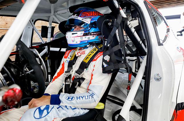 Роберт Уиккенс за рулём машины команды Bryan Herta Autosport, фото пресс-службы команды