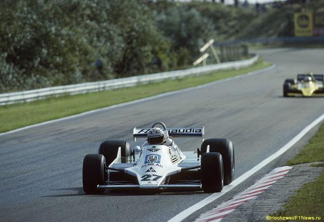 Алан Джонс за рулём Williams FW07/01 на трассе Гран При Голландии 1979 года
