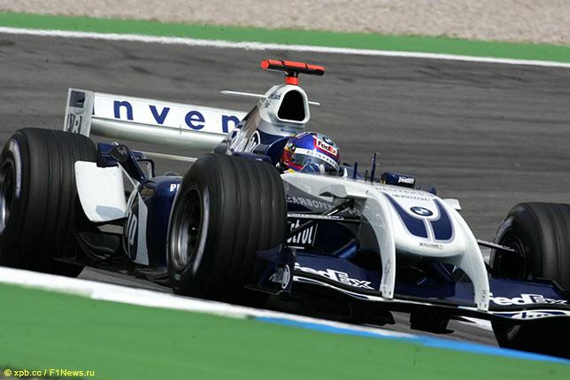 Хуан-Пабло Монтойя за рулём Williams FW26 на трассе Гран При Германии в Хоккенхайме
