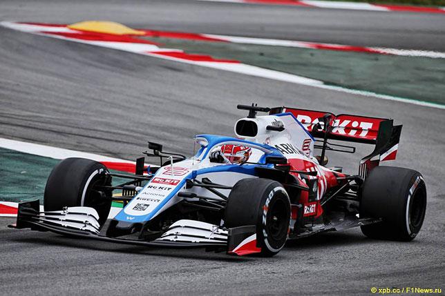 Джордж Расселл за рулём Williams FW43 на тестах в Барселоне