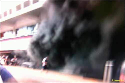 Пожар в боксах Williams