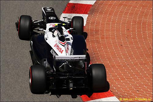 Валттери Боттас на трассе в Монако за рулем Williams FW35