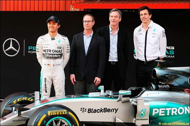 Представители Mercedes и Qualcomm на церемонии заявления о партнёрстве