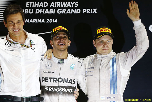 Тото Вольфф, Льюис Хэмилтон и Валттери Боттас на подиуме Гран При Абу-Даби, 2014 год
