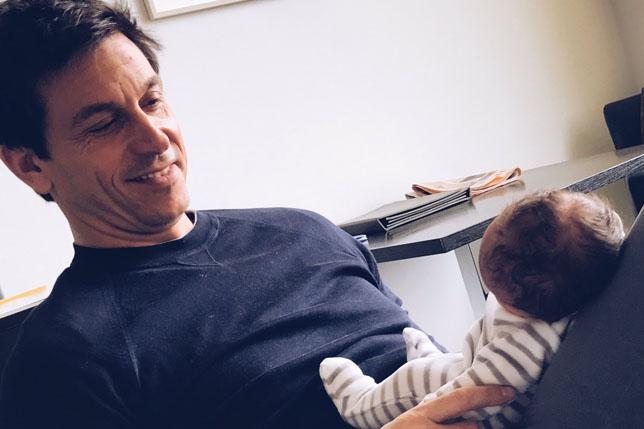 Тото Вольфф с малышом