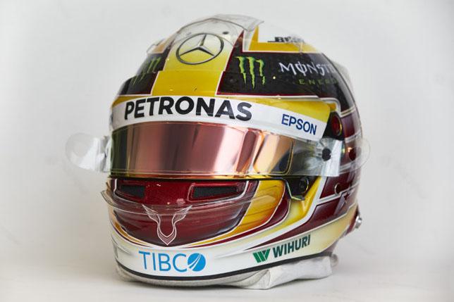 Логотип TIBCO на шлеме Льюиса Хэмилтона