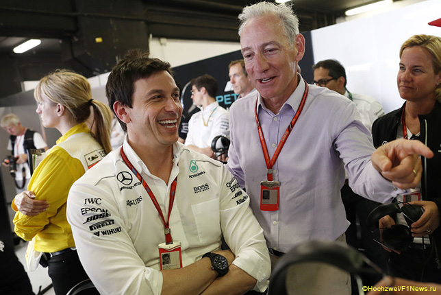 Тото Вольфф, руководитель Mercedes Motorsport, и Грэг Маффей, президент Liberty Media