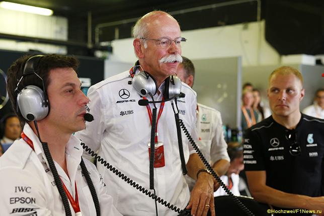 Тото Вольфф, Дитер Цетше, глава концерна Daimler, и Валттери Боттас
