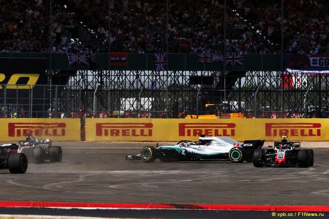 Гран При Великобритании. Инцидент на первом круге