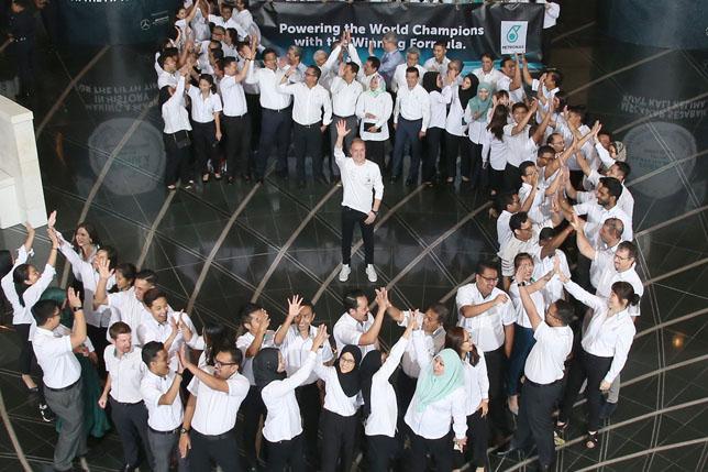 Валттери Боттас в штаб-квартире Petronas