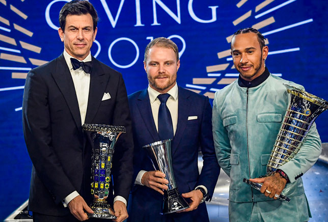 Тото Вольфф, Валттери Боттас и Льюис Хэмилтон на гала-церемонии FIA в Париже