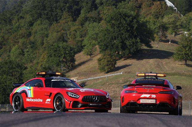 Автомобили безопасности FIA на трассе в Муджелло, фото пресс-службы Mercedes