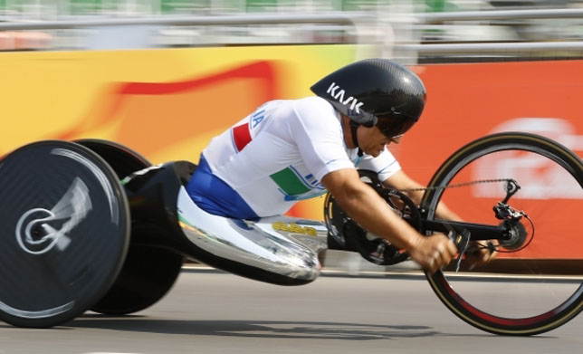 Экс-пилот «Формулы-1» Дзанарди стал трехкратным чемпионом Паралимпийских игр