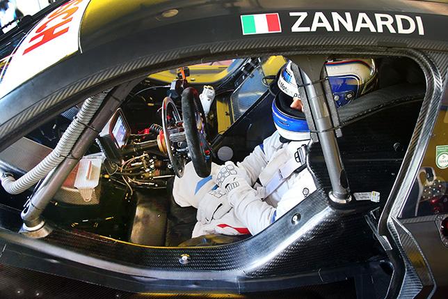 Алессандро Дзанарди за рулём адаптированного BMW M4 DTM
